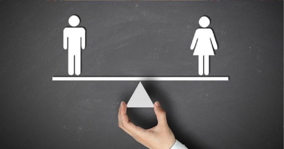 dibujo de hombre y mujer sobre balanza en equilibrio