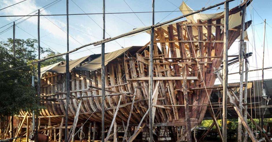 armazón de madera de un buque eléctrico