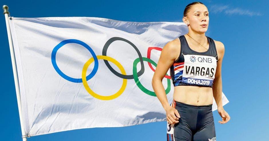 atleta y de fondo la bandera de los Juegos Olímpicos