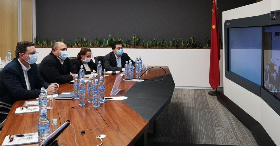 Llamada de videoconferencia entre los jerarcas de la CCSS y expertos en China