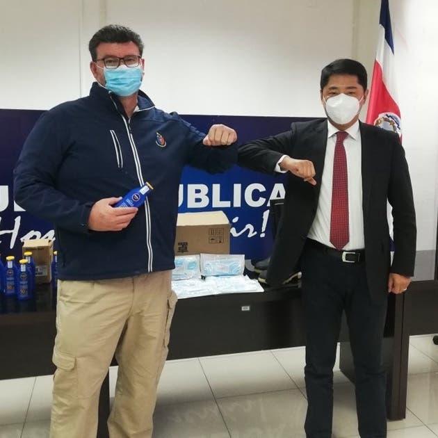 El embajador Tang Heng y viceministro de Seguridad Pública, Randall Vega