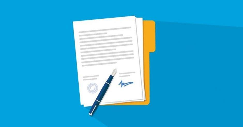 fondo azul y dibujo de un bolígrafo sobre hojas encima de un folder amarillo