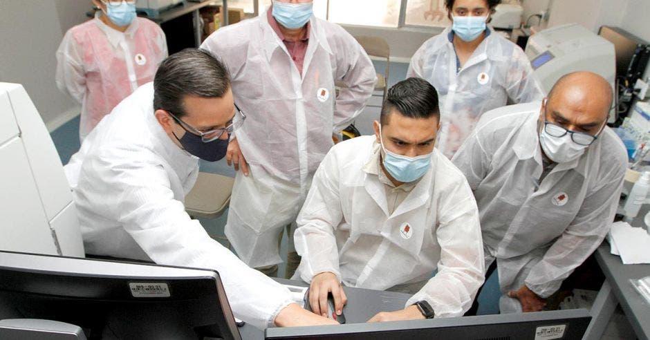 Un equipo de capacitación de Tecno Diagnóstica