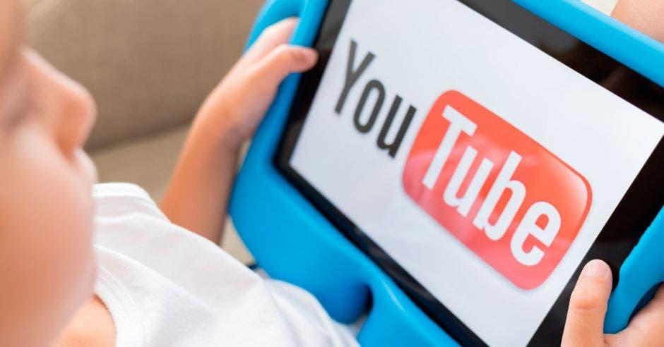 Niño viendo Youtube