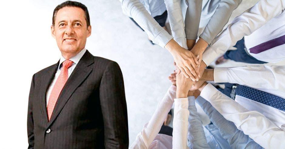 Antonio Álvarez junto a imagen de brazos con manos una bajo la otra