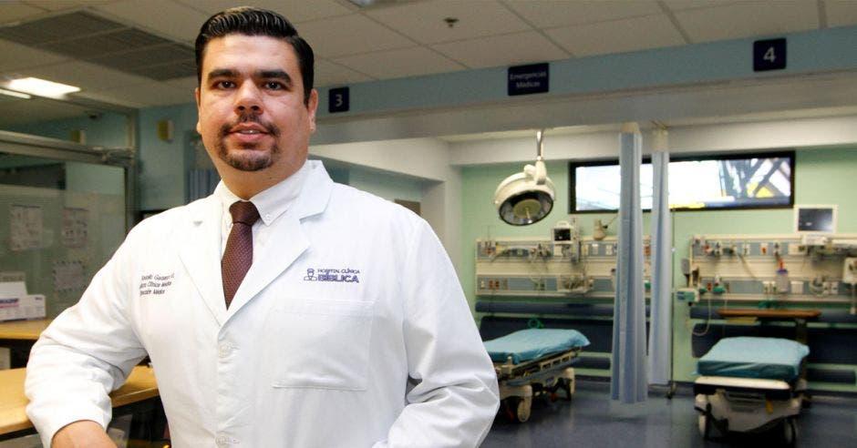 Rodolfo Garbanzo de la Jefatura Clínica Médica del Hospital Clínica Bíblica.