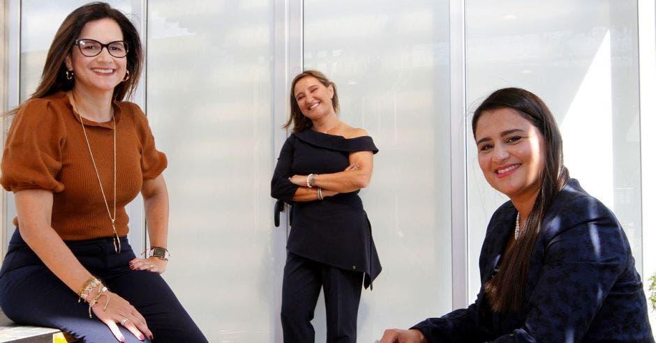 tres mujeres ejecutivas