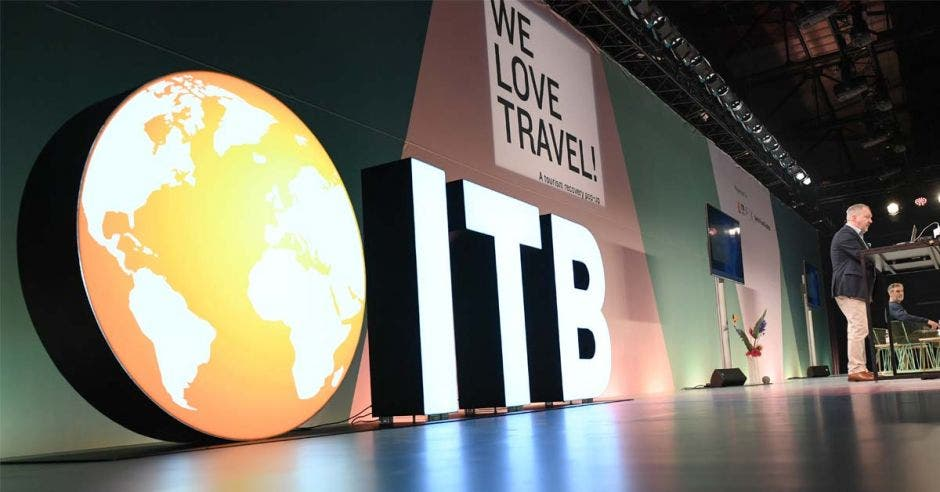 un logo gigante que dice ITB
