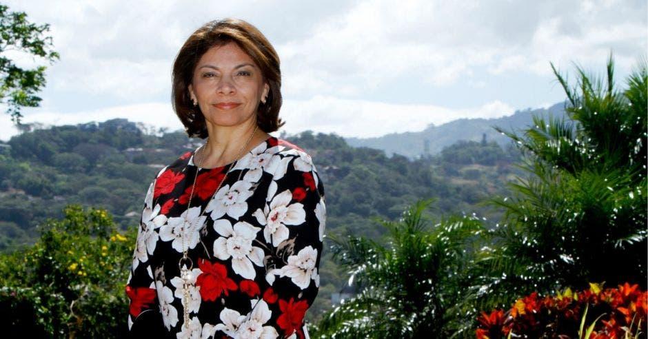 Laura Chinchilla en sesión al aire libre