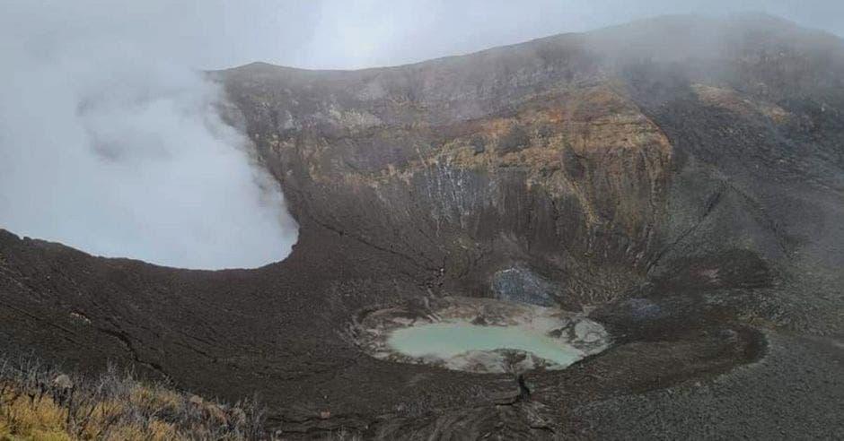 cráter del Volcán Turrialba