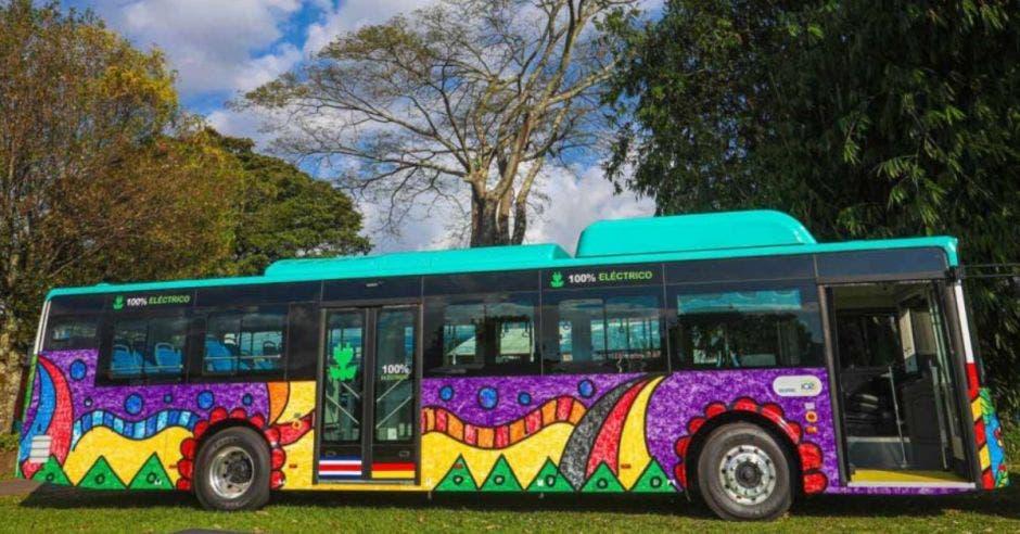 En Costa Rica hay tres buses eléctricos donados por el gobierno de Alemania. Archivo/La República.