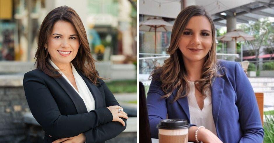 Dos mujeres ejecutivas, con blaser, sonríen a la cámara