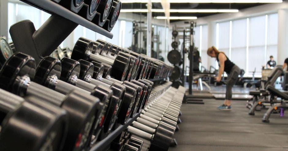 gimnasio y pesas