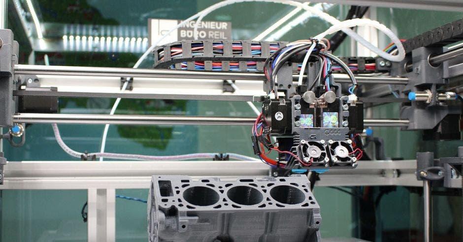 un brazo robótico en un laboratorio