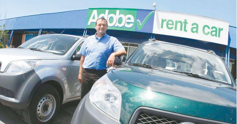Representante de la empresa Adobe Rent a Car