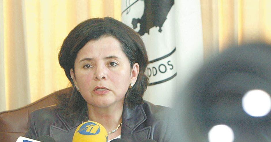 Luisa Avila, ministra de Salud
