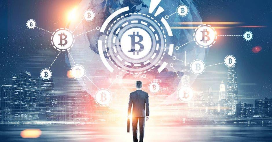 un hombre de negocios vende bitcoins, moneda digital
