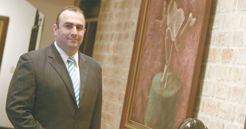Ricardo Hernández, especialista financiero del bufete LLM