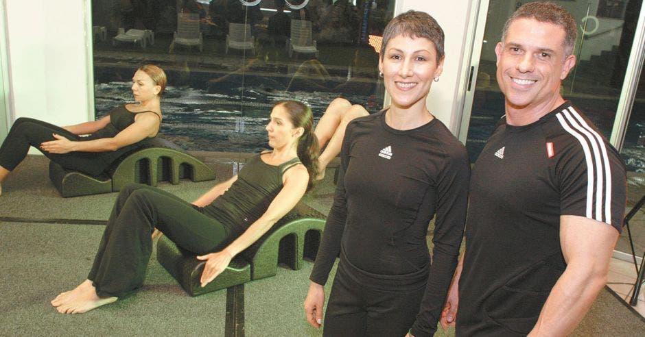 Rebeca Castro, instructora máster en el método Pilates, y Nicanor Almoguera, gerente corporativo, ambos de Grupo MultiSpa