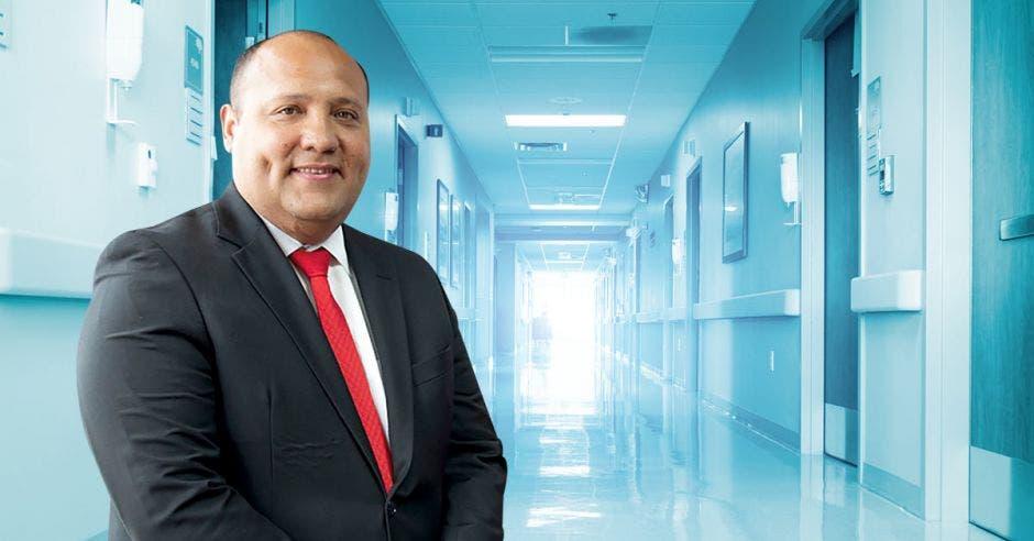 Mario Ruiz y un pasillo de hospital
