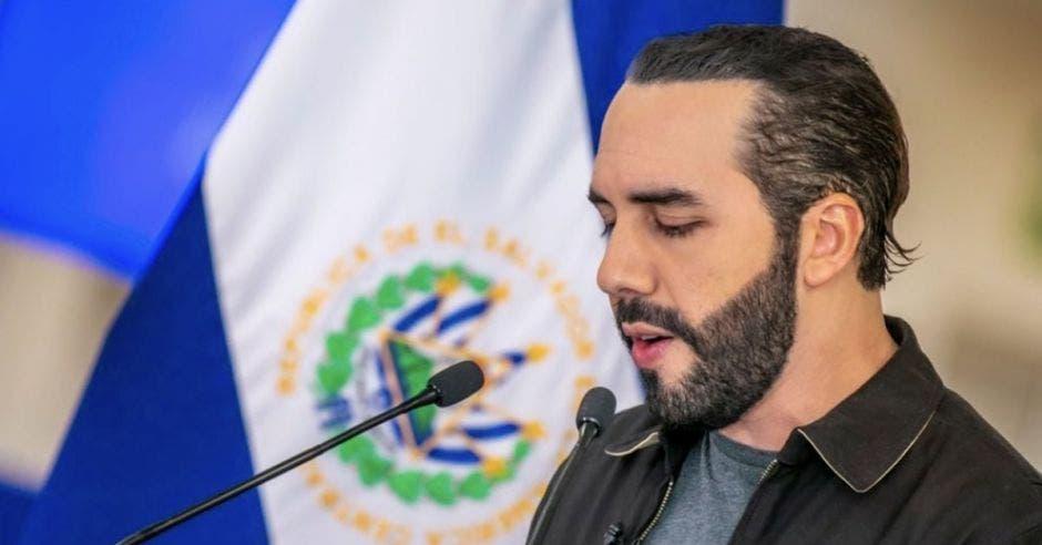 Expresa su preocupación por la democracia en El Salvador
