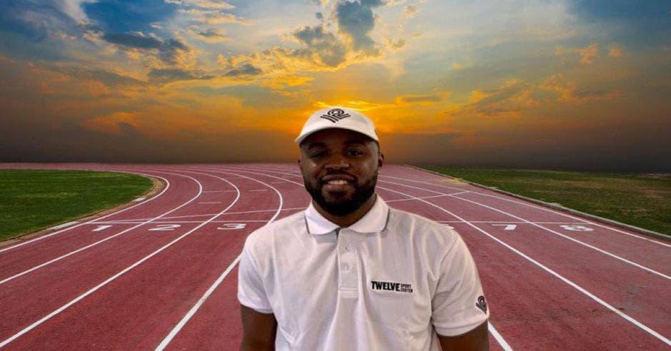 Joel Campbell en pista de atletismo