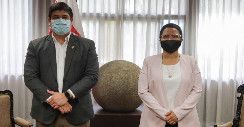 carlos Alvarado presidente y Karla alemán ministra del deporte