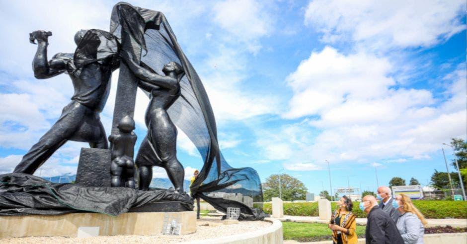 esculturas reconstruidas en la Rotonda de las Garantías Sociales