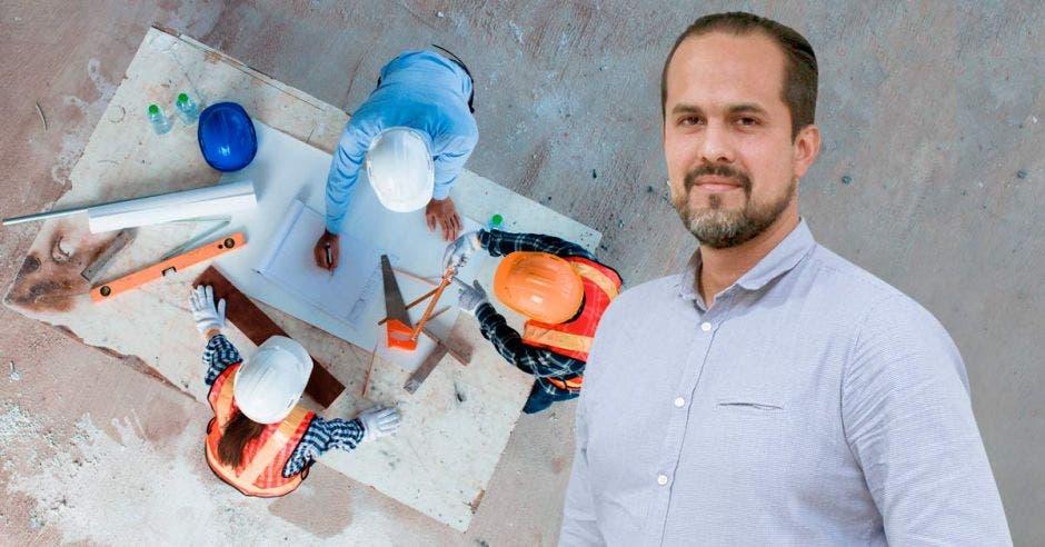 Arte de Esteban Acón, presidente de la Cámara de la Construcción, con un fondo de arquitectos diseñando proyectos