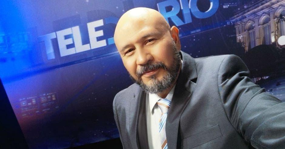 Fallece músico y periodista Oswaldo Alvarado por Covid-19