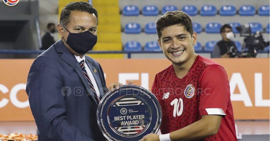 Rodolfo Villalobos y jugador Costa Rica