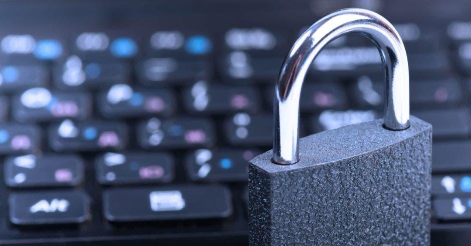 Un teclado y un candado