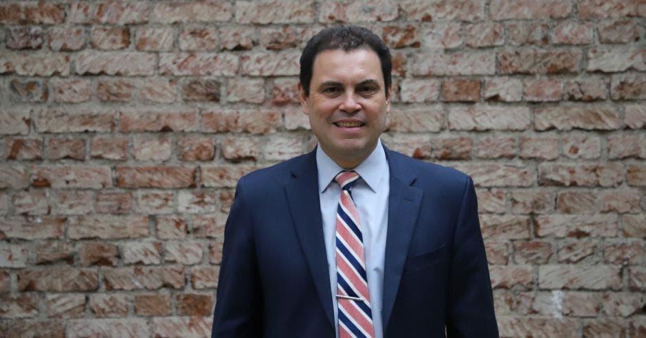Carlos Ricardo Benavides, precandidato verdiblanco
