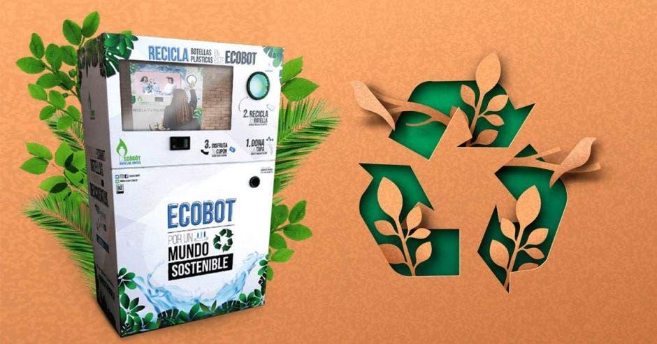 una estación de reciclaje color blanco junto al símbolo de reciclaje en color verde