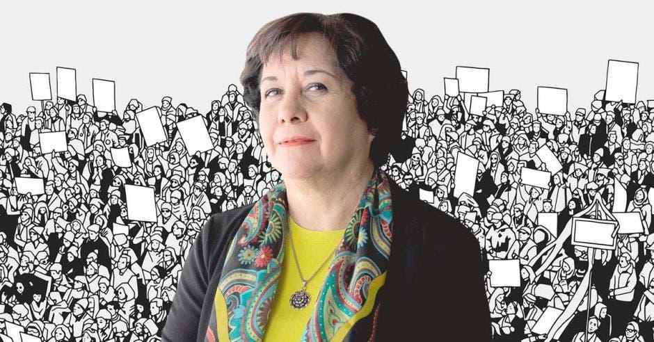 La ministra de Educación Guiselle Cruz con un fondo de una protesta