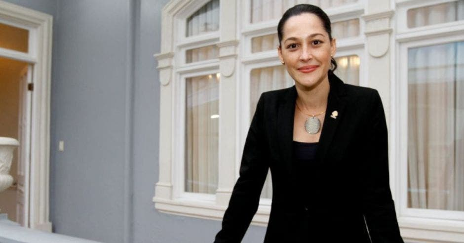 María Inés posa en la Asamblea Legislativa