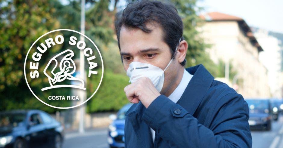 Una persona tosiendo con mascarilla y el logo de la Caja