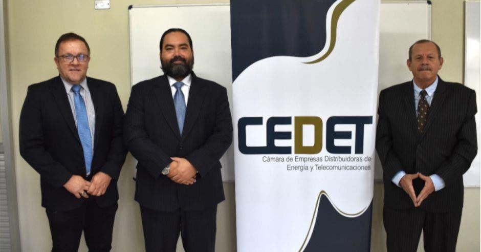 representantes de la Cámara de Empresas de Distribución de Energía y Telecomunicaciones