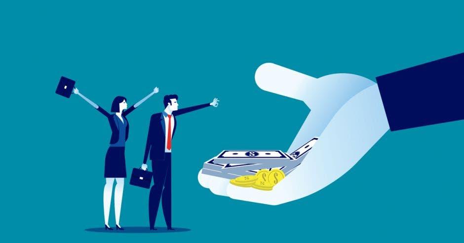 La ley de empleo público congela incentivos y aumentos para todos los trabajadores que tengan un salario por encima del monto global que se establezca. Shutterstock/La República.