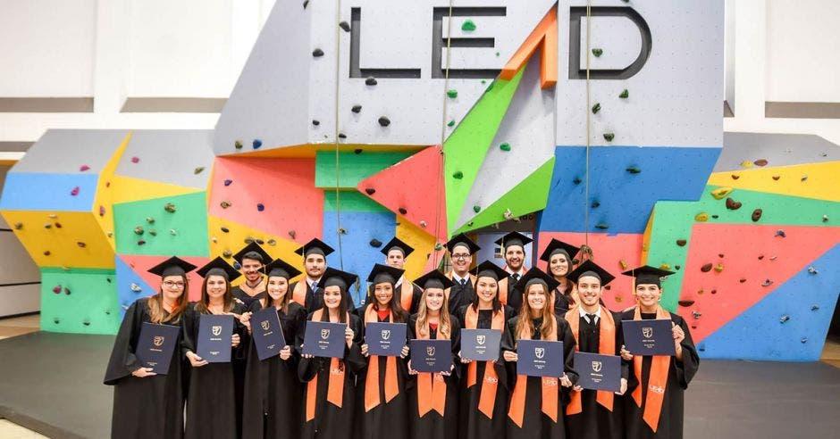 egresados de LEAD University