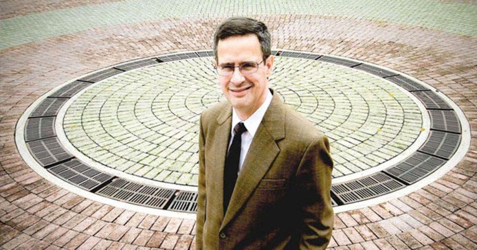 Luis Antonio Sobrado, presidente del TSE.
