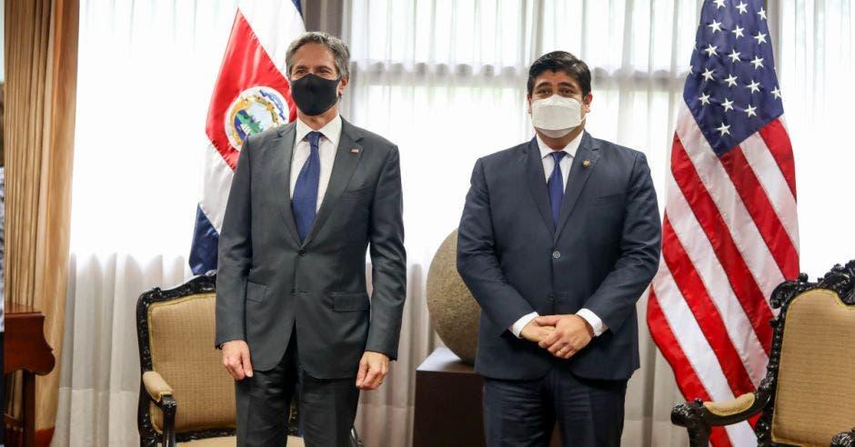 El secretario de Estado de Estados Unidos, Antony Blinken se reunión con el presidente Carlos Alvarado. Cortesía/La República