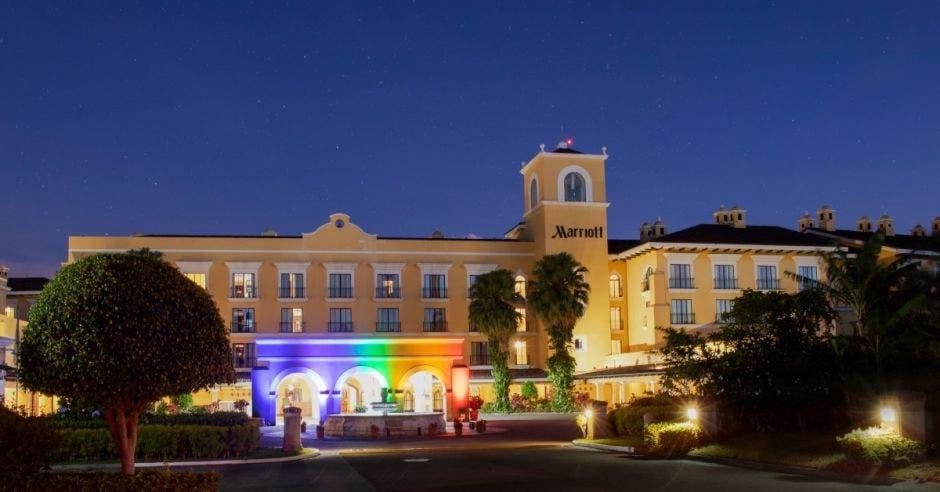 Marriott con fachada de colores