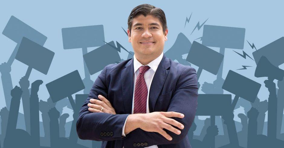 Hombre de traje frente a pancartas