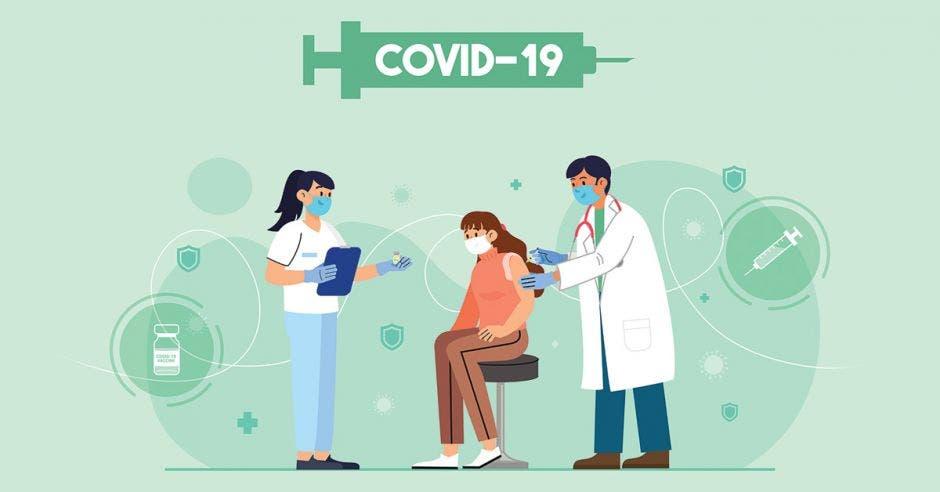mujer siendo vacunada por enfermeros