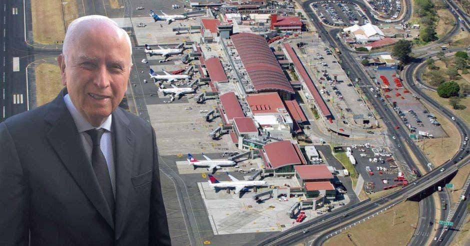 Foto de Rodolfo Méndez en primer plano con aeropuerto Juan Santamaría de fondo