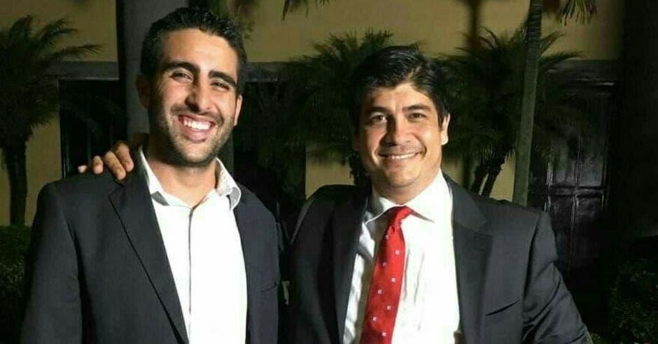 Camilo Saldarriaga y el presidente Carlos Alvarado. Cortesía/La República.