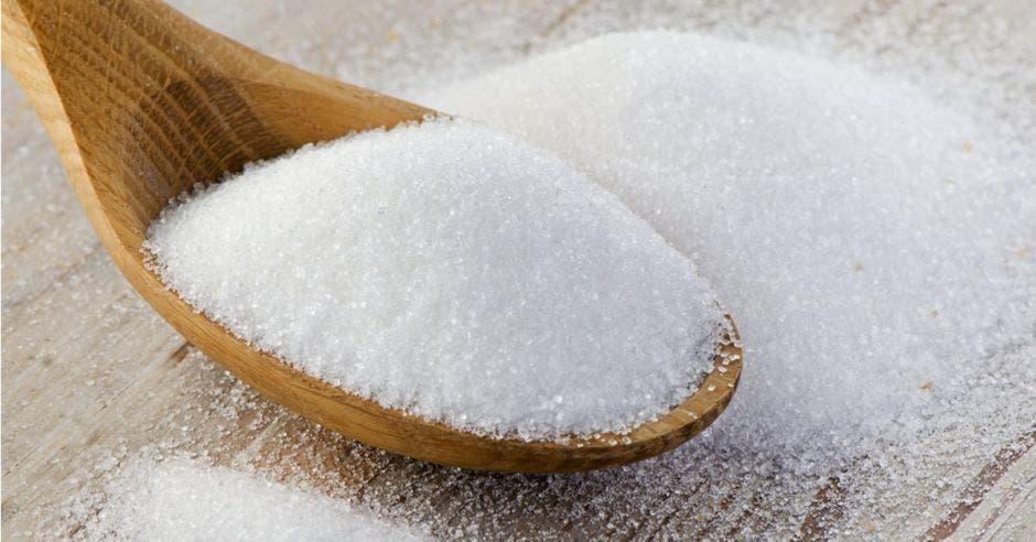 Cuchara de madera y azúcar