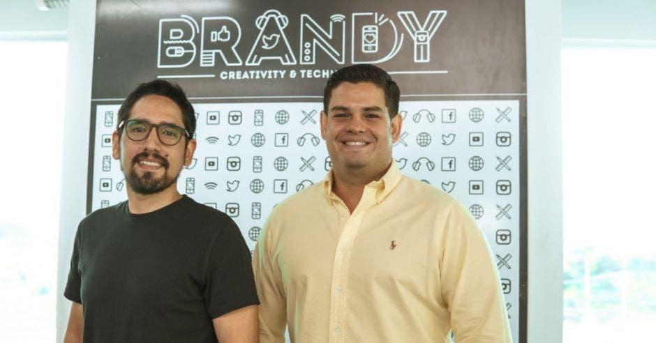 Juan Ignacio Jiménez, CEO de Brandy junto a Alan Calderón, director general creativo.