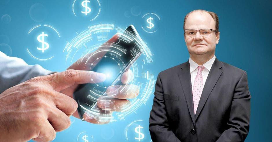 Hombre de traje frente a persona con su mano haciendo transacciones en su celular